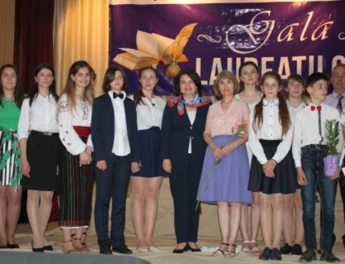 Cei mai buni elevi și profesori din raionul Ialoveni au fost premiați